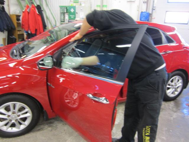 Pågående bilfönsterputs